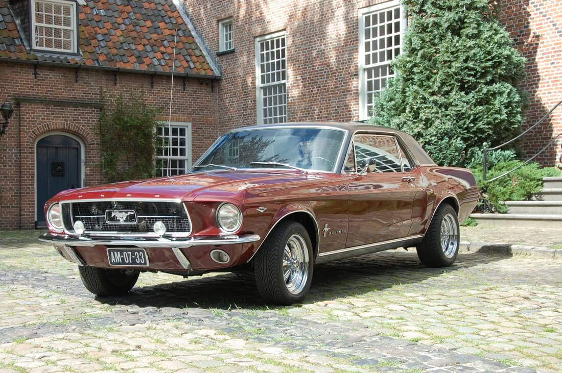 Ford mustang coupe 1967 donkerrood